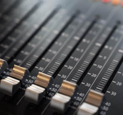 """""""Sehen UND hören"""" lautet immer häufiger das Motto im Marketing – wir erklären Ihnen, was ein """"Audio-Logo"""" ist und wie Sie es für sich nutzen."""
