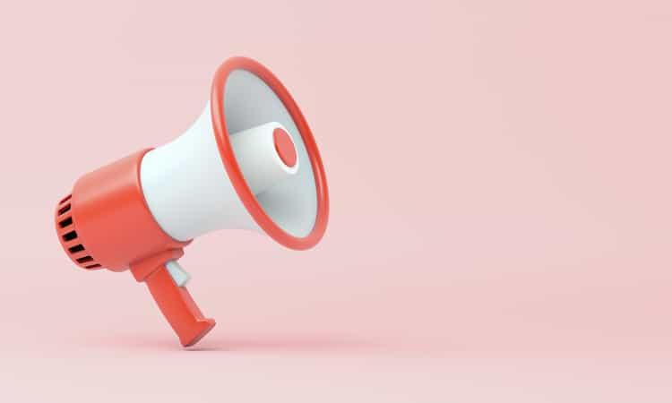 PR Arbeit – 3D Illustration: Rotes Megafon auf rosa Hintergrund